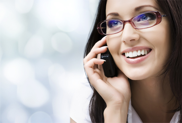 Au téléphone en anglais : phrases pratiques et utiles.